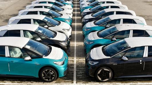 Длительная и краткосрочная автостоянка - Мы предлагаем - KURBADS