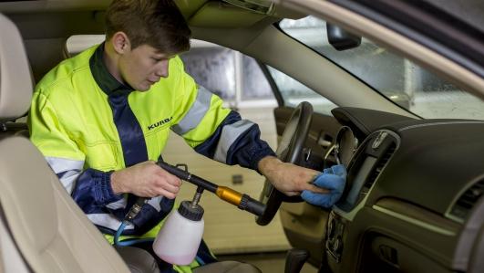Mēs piedāvājam automašīnu tīrīšanas un mazgāšanas pakalpojumus - KURBADS