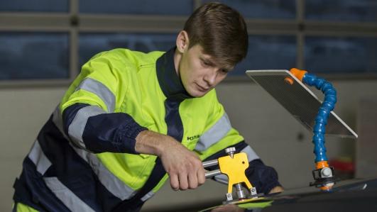 Mēs piedāvājam automašīnu virsbūvju defektu novēršanu - KURBADS